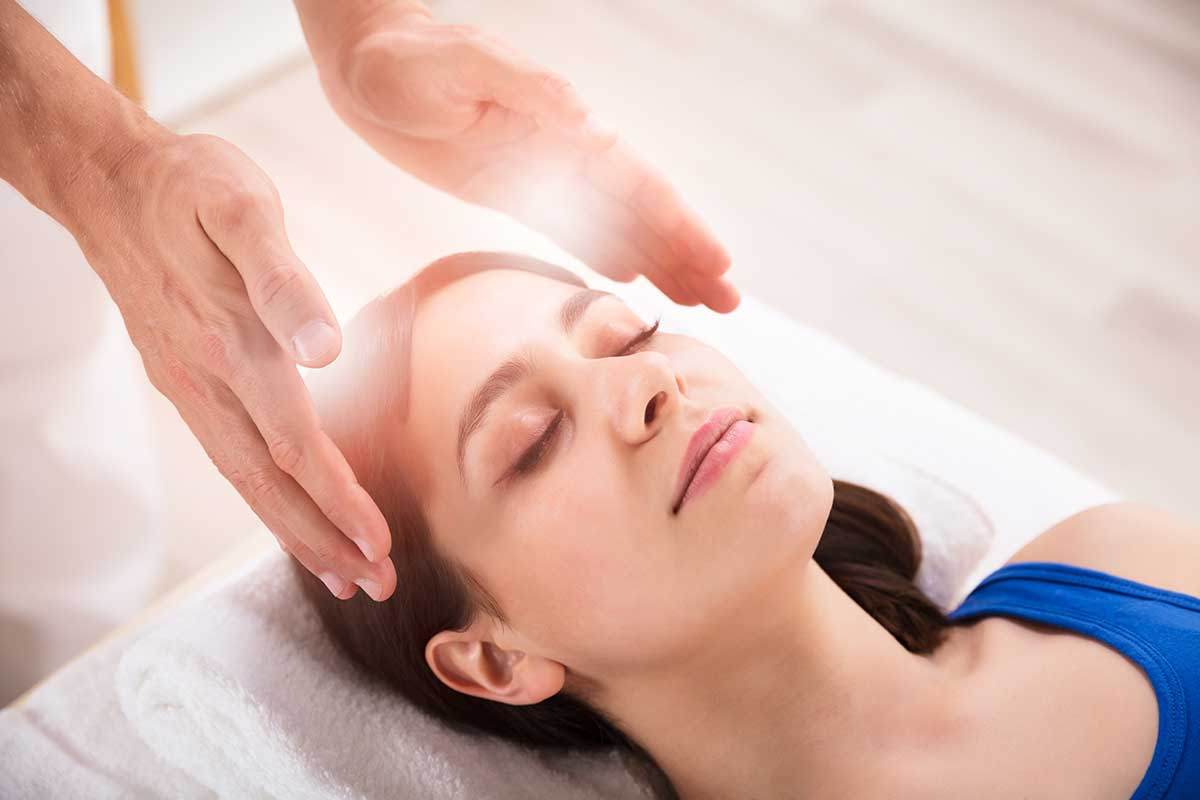 woman receiving structural energetic therapy