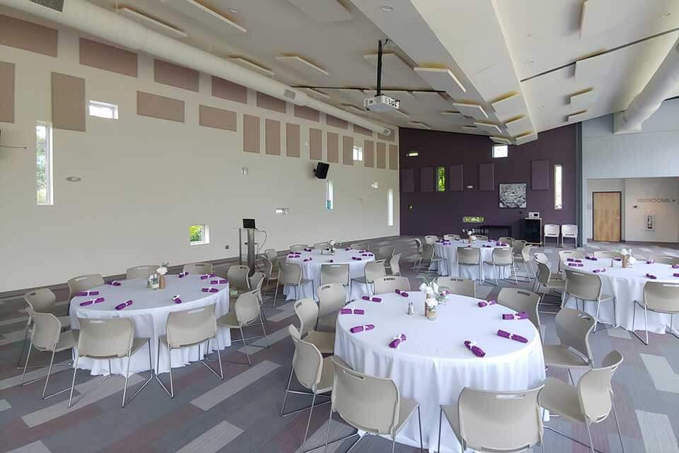 event venue in hernando round tables